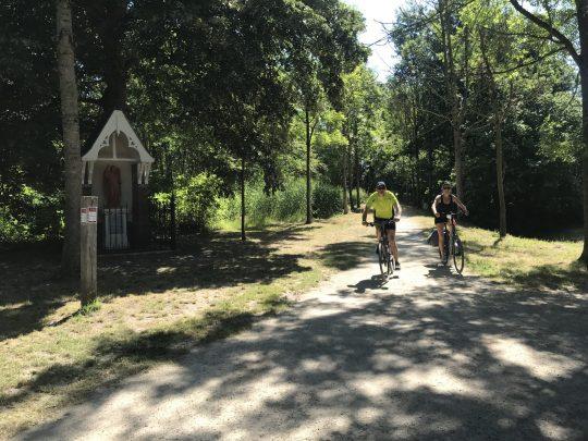 Fietsroute review fietsblog zuiderkempen Merodebossen gotische kapel