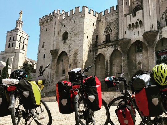 Fietsreis reisverslag viarhona viarhôna dagboek Avignon PalaisdesPapes