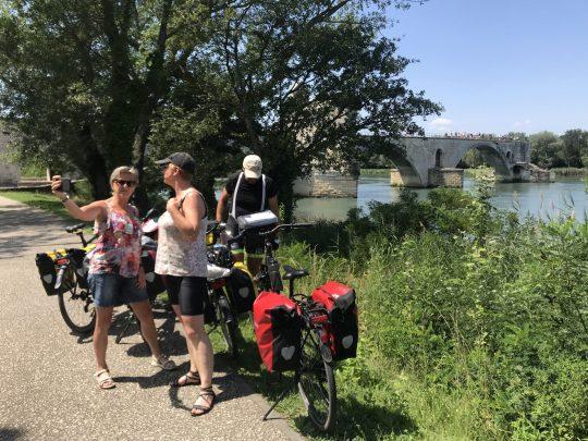 Fietsreis reisverslag viarhona dagboek Avignon pont brug