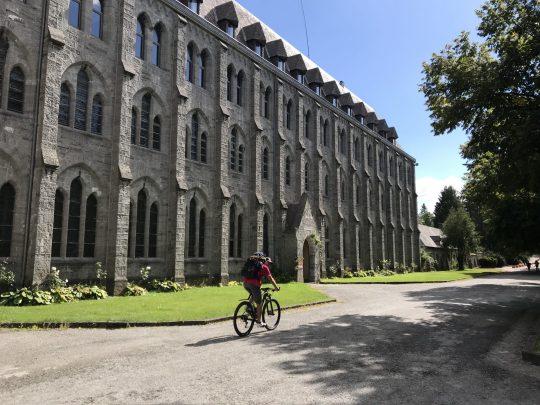 Fietsroute fietsblog review recensie RAVeL abdij Maredsous
